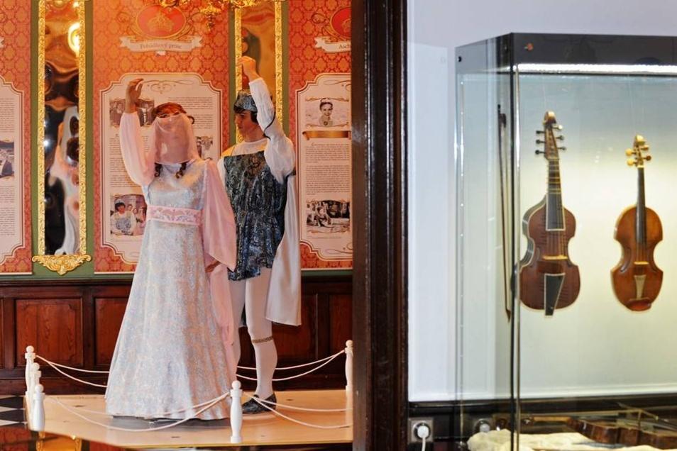 2012 waren die Kostüme vom Prinz und von Aschenbrödel ausgestellt.
