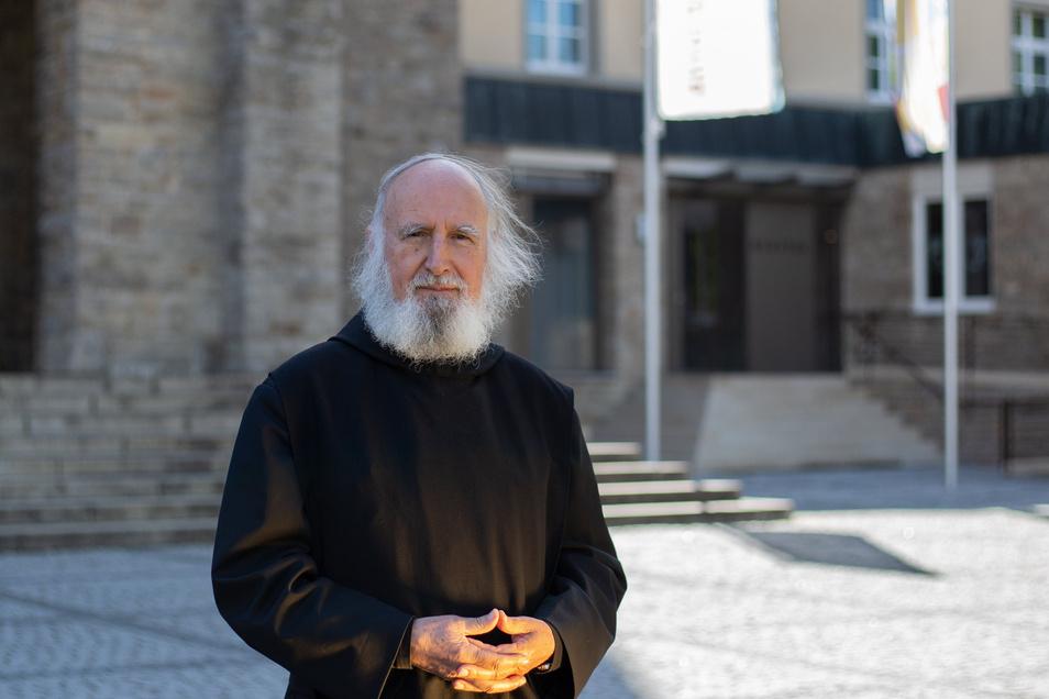 Anselm Grün ist Deutschlands erfolgreichster christlicher Autor. Gerade hat er ein neues Buch vorgelegt. Der Titel: Quarantäne!
