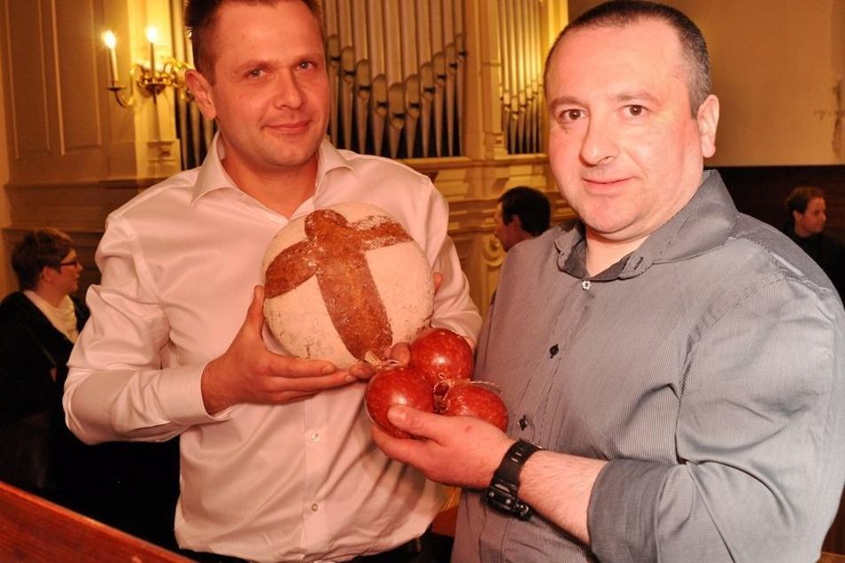 Alexander Miersch (li.) und Andreas Feist präsentierten Orgelbrot und Orgelwurst.