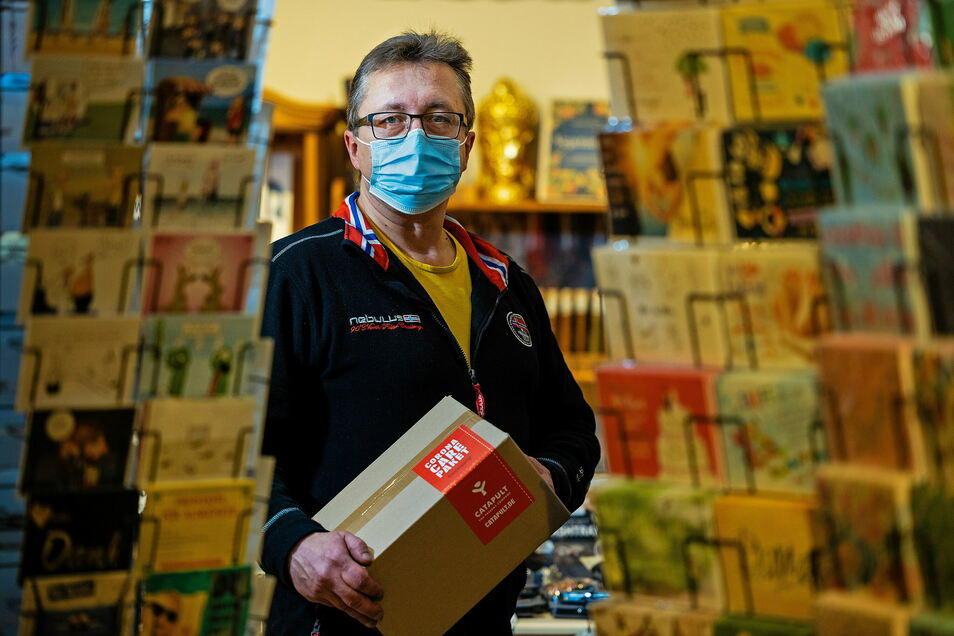 """""""Der Corona- Scheiß hat unseren Onlineshop richtig befeuert."""" Hendrik Dietrich, 50, betreibt in der Dresdner Neustadt den Geschenke-Laden """"Catapult"""""""