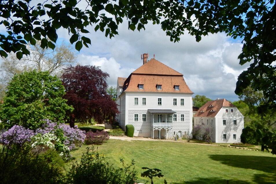 "Das Barockschloss Gröditz wird auch ""Weiße Perle"" genannt."