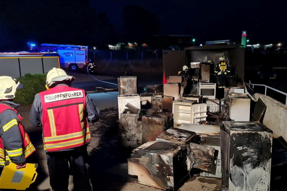 Mehrere Altgeräte brannten jetzt am Riesapark.