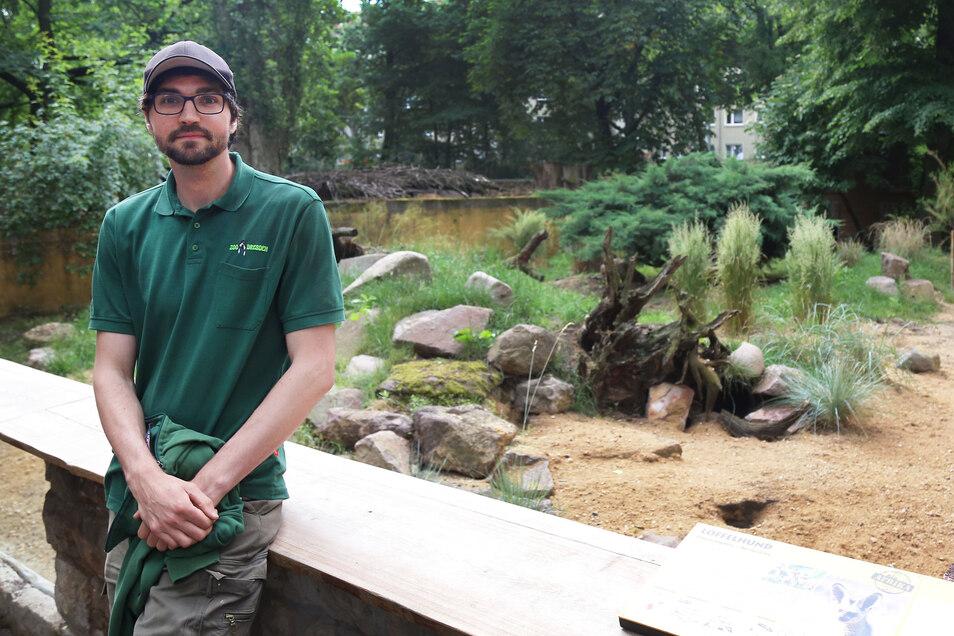 Revierleiter Mike Wolf am Domizil der Löffelhunde zwischen Pony- und Rotbüffel-Anlage