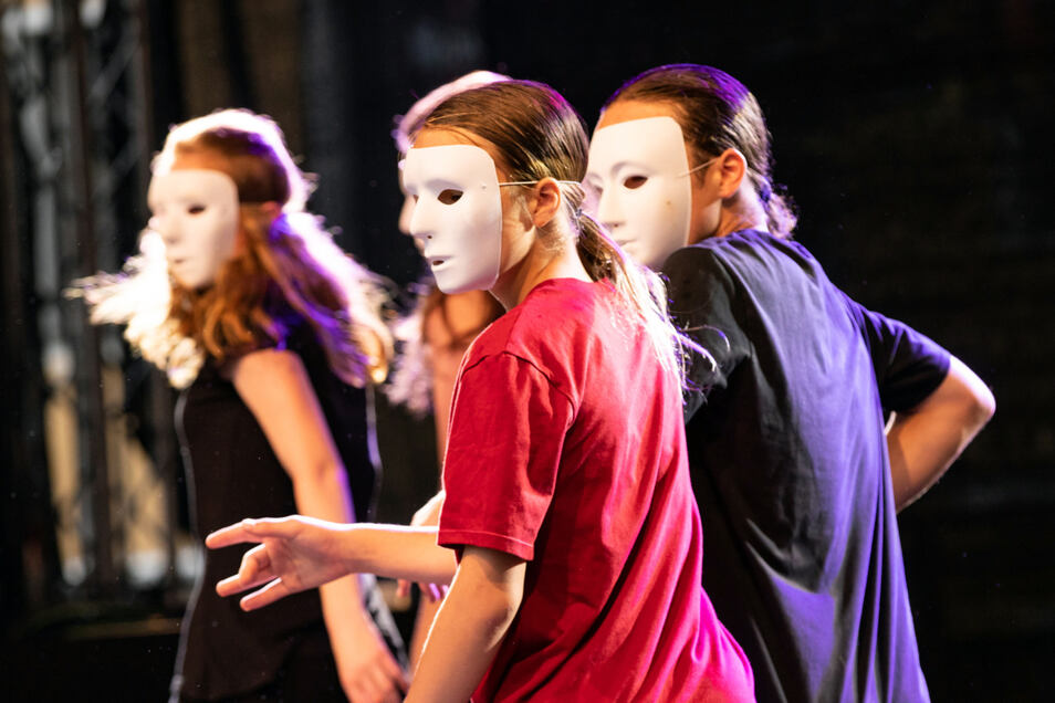Auf der Bühne: Tänzerinnen aus der Tanz- und Theaterwerkstatt Wilthen