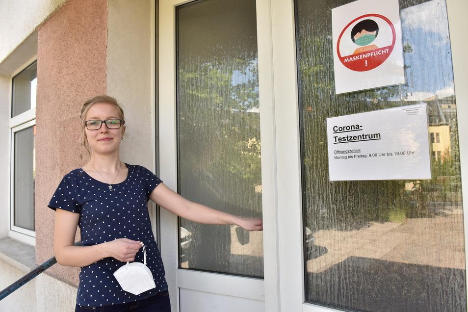 Noch ist das Testzentrum in der Fuhrmannstraße geöffnet. Sandra Heidrich empfängt dort testwillige Bürger.