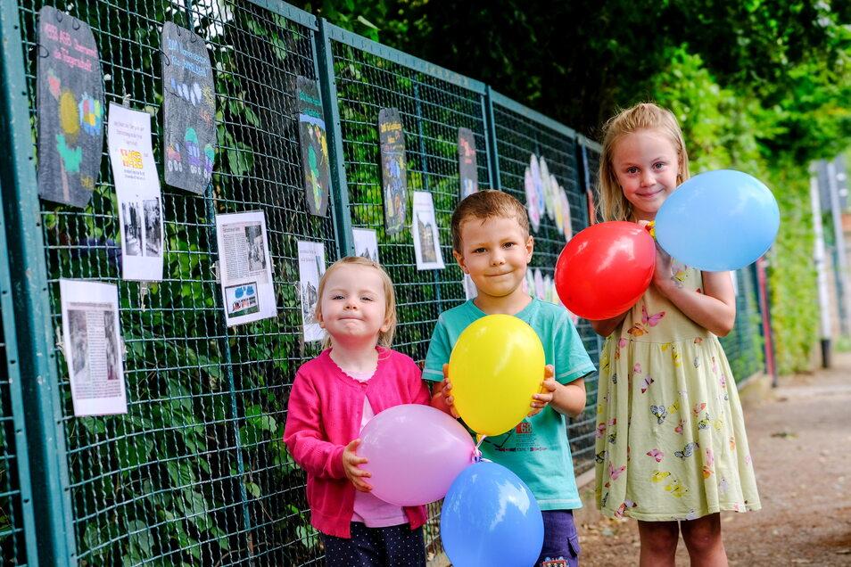 Liselotte, Conner und Lea schmückten die Galerie am Zaun ihres Kindergartens mit.