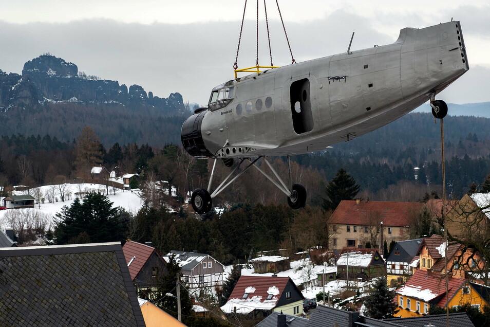 Kommt eine Antonov am Haken geflogen. So geschehen im Sebnitzer Ortsteil Altendorf.