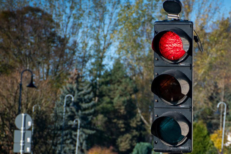 Bis zu zwei Ampeln waren dieser Tage in Roßwein auf der S39 auf der Lommatzscher-/Haßlauer Straße aufgestellt. An einer müssen Kraftfahrer voraussichtlich noch bis Freitag halten.