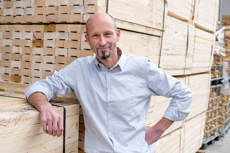 Daniel Kupper ist Leiter der Produktion in den Görlitzer Werkstätten. Holz ist dem gelernten Tischler aber noch immer der liebste Werkstoff.