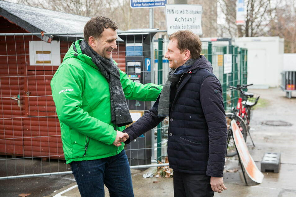 Das Bild stammt vom Weltcup im Januar, als die dritte Auflage am Elbufer stattfand. Cheforganisator René Kindermann und Sachsens Ministerpräsident Michael Kretschmer können gut miteinander, daran hat sich nichts geändert.
