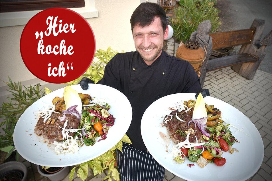 Koch Andreas Richter präsentiert seine Variante eines Rib Eye Steaks mit Bratkartoffeln und Salat.