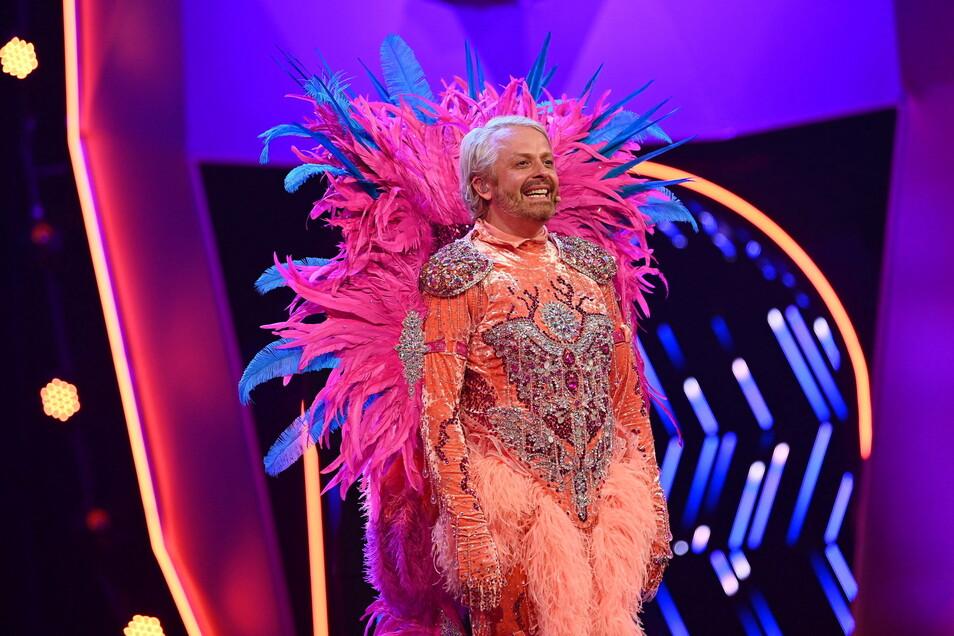 Der Entertainer und Musiker Ross Antony steckt im Kostüm des Flamingos.