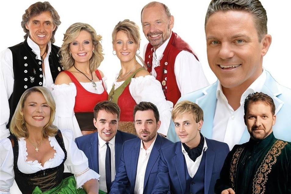 """Sonntags mit Stefan Mross Löbau. Vor allem die lustig-spontane Art von Moderator Stefan Mross macht die Fernsehsendung """"Immer wieder sonntags"""" zum echten Erfolgsformat. Die Show hat sich mittlerweile zu einer der beliebtesten TV-Shows im deutschen Fernsehen entwickelt. Doch auf dem Bildschirm erlebt man natürlich nur den halben Spaß: Deshalb geht Stefan Mross unter dem Motto """"Immer wieder sonntags – unterwegs"""" auf große Live-Tour. 2005 übernahm Stefan Mross die Rolle als Gastgeber dieser Show. Vor allem seine witzige Art und sein Talent, spontane Elemente in die Show einzubeziehen, machen jede Ausgabe zu einem echten Erlebnis. Dabei sind hochkarätige Stars aus Schlager und Volksmusik. Gäste sind unter anderem """"Die Schäfer"""", """"Die Cappuccinos"""", Angela Wiedl, Ronny Wieland. Schlagerfans können sich auf viel Musik, Spaß und jede Menge Überraschungen freuen. So, 16 Uhr (Einlass 15 Uhr), Messepark Löbau (Görlitzer Straße 2), Restkarten ab 39 Euro"""