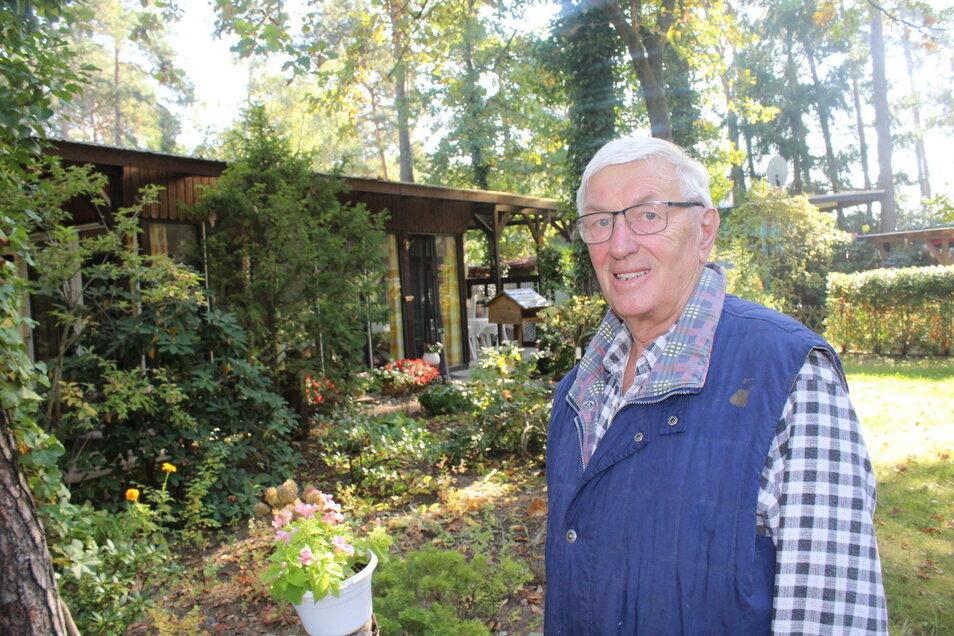 Diesen schicken Bungalow hat Heinz Gruner zusammen mit seiner Frau Karin ausgebaut und auch einen Vorgarten liebevoll bepflanzt. Hier verbringen sie viel Zeit von Frühjahr bis Herbst.
