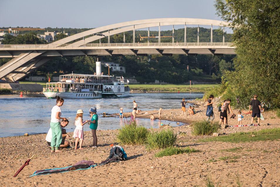 Wer baden gehen will, muss sich in Dresden derzeit Alternativen suchen. Das kann aber schnell gefährlich werden, vor allem in Flüssen wie der Elbe.