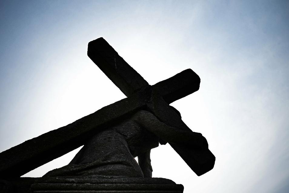 Die Opfer von sexuellem Missbrauch in der katholischen Kirche sollen künftig auf Antrag Ausgleichszahlungen von bis zu 50.000 Euro bekommen.