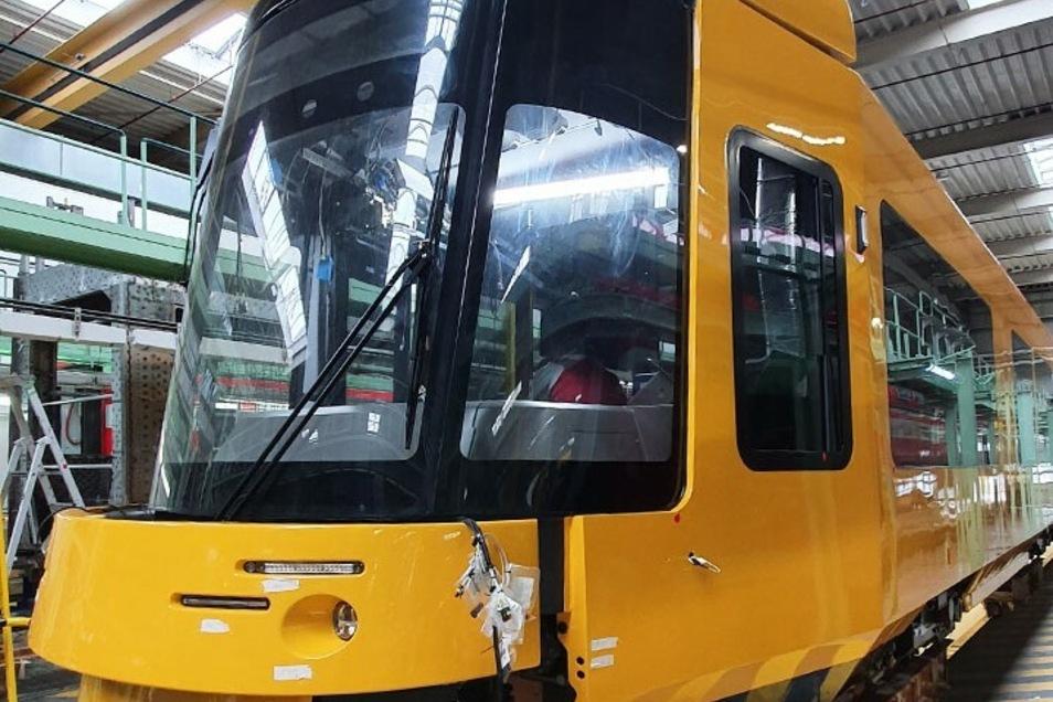 Die Form der neuen Dresdner Straßenbahnen ist inzwischen gut zu erkennen.