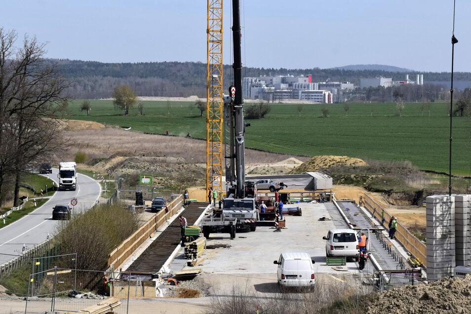 Am Bauwerk über den Deponieteich wird noch gearbeitet. Alle anderen Brücken zwischen Radeberg und der A4 sind bereits fertig.