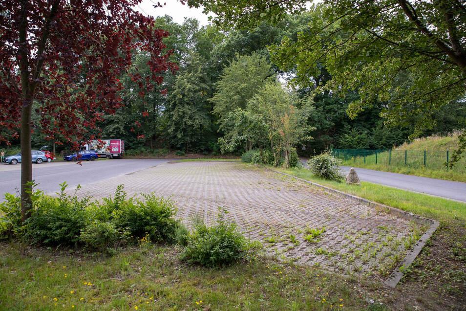 Die Busse brauchen die für sie vorgesehenen 20 Parkplätze am Kiefricht in Bad Schandau nicht und stehen deshalb ab Freitag für Wohnmobile zur Verfügung.