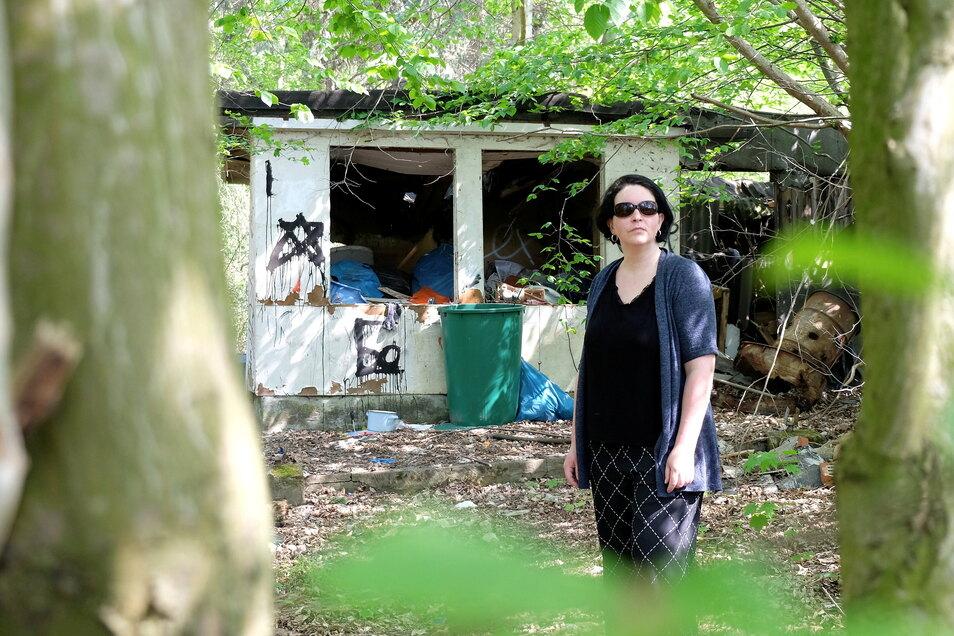 Katrin Markert kennt im Stadtgebiet zehn Müllecken in dieser Größenordnung.