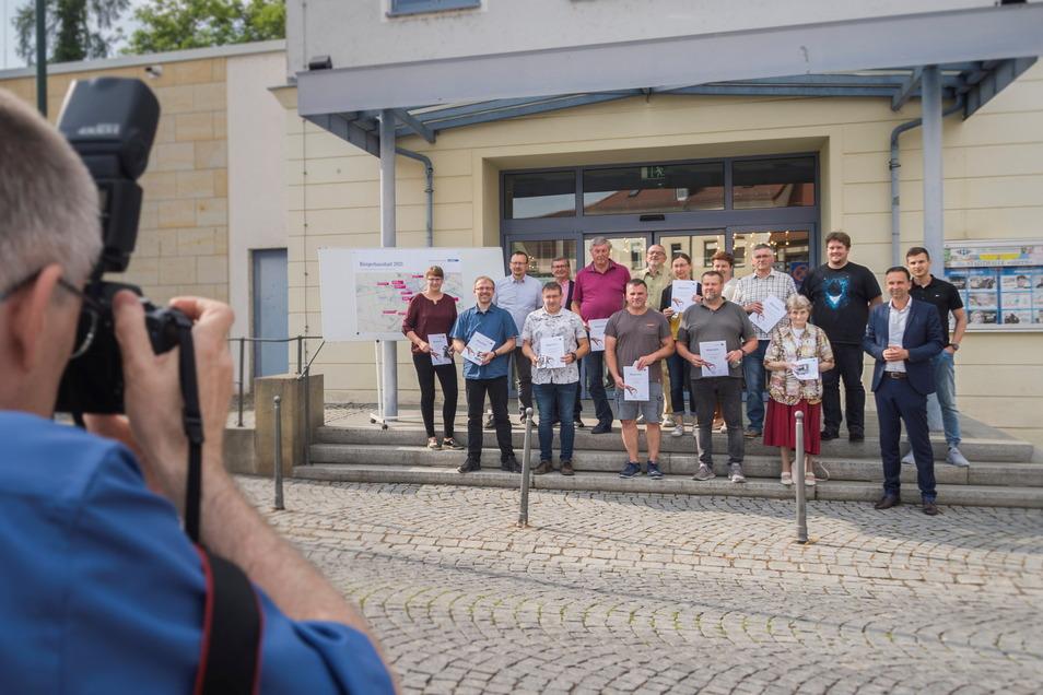 Foto fürs Amtsblatt: Einige der Bürger, deren Ideen ausgewählt wurden, waren auch im Stadtrat anwesend.