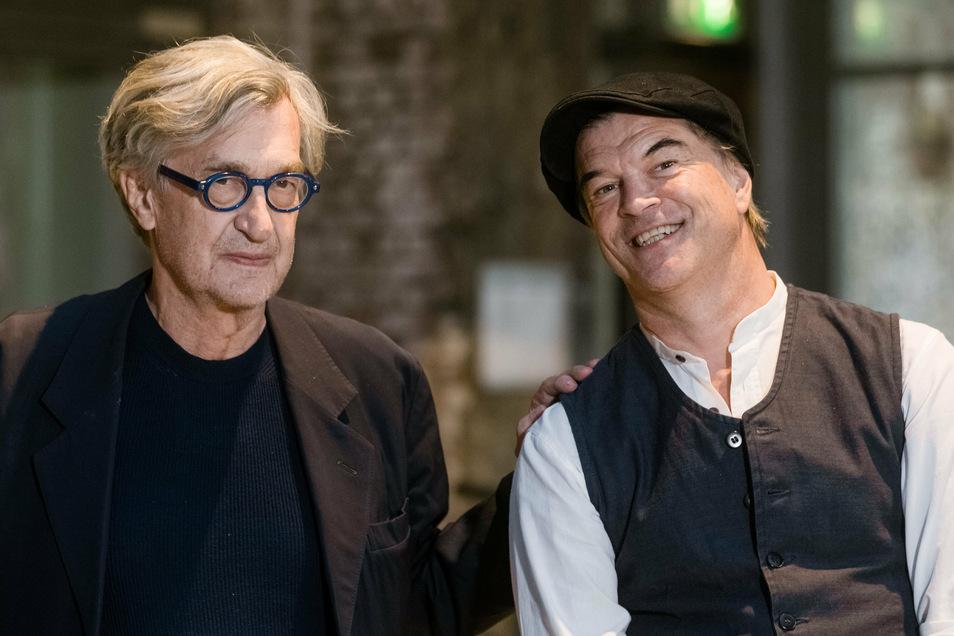 """Der Regisseur Wim Wenders (l.) und Andreas Frege, Sänger der ehemaligen Punk-Band """"die Toten Hosen"""", unlängst bei der Filmpremiere von """"Desperado""""."""