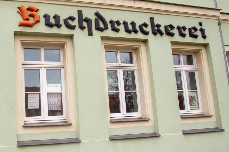 Hinter diesen Dohnaer Fenstern am Markt tut sich, was bis nach Berlin bekannt ist.
