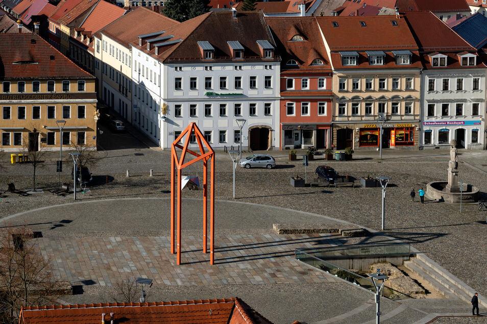 Auf Bischofswerdas Markt gilt Höchsttempo 20. Ein Verkehrskonzept könnte auch klären, ob die Innenstadt verkehrsberuhigt werden sollte.