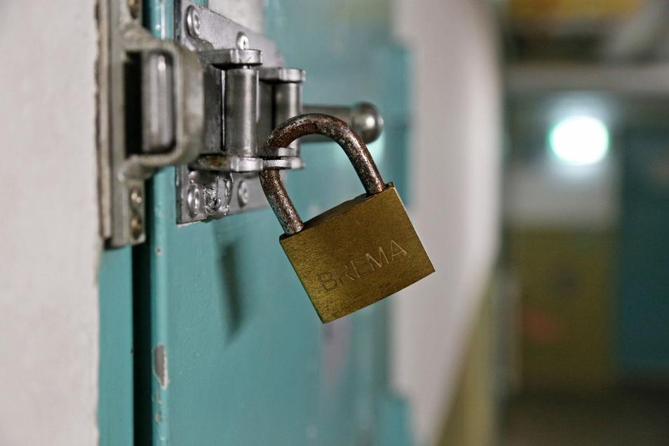 Die Türen in der JVA Zeithain bleiben für Besucher verschlossen.