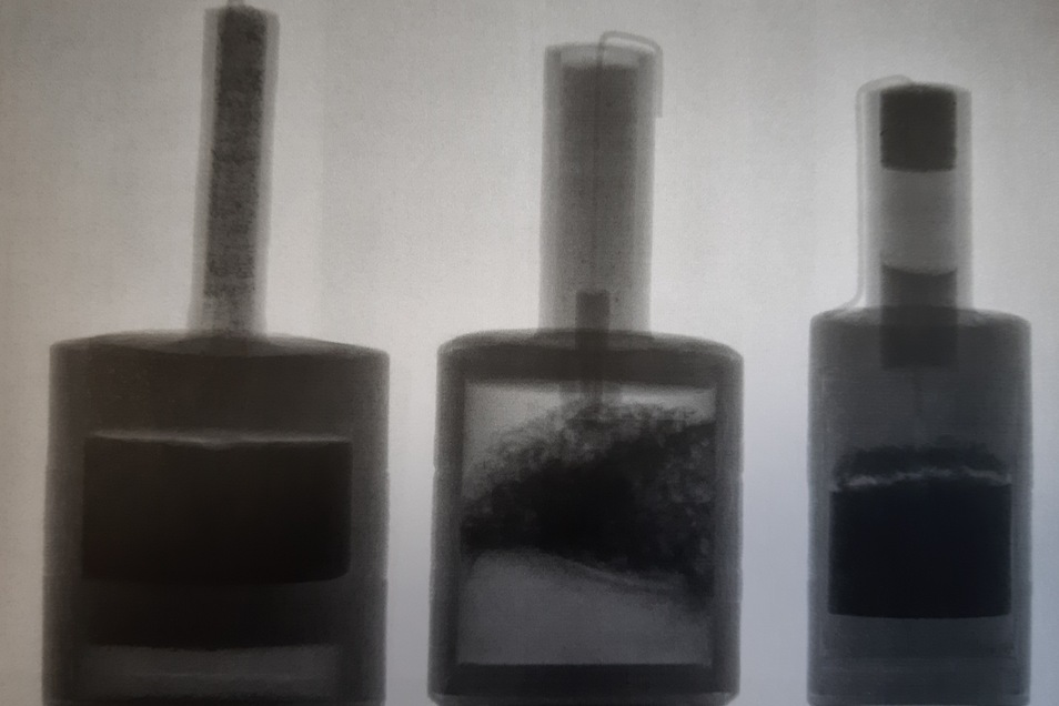 Ein Röntgenbild der Polizei: Die selbst gebastelten Feuerwerkskörper waren hoch gefährlich. Sie enthielten teilweise bis zu 100 Gramm Sprengstoff.