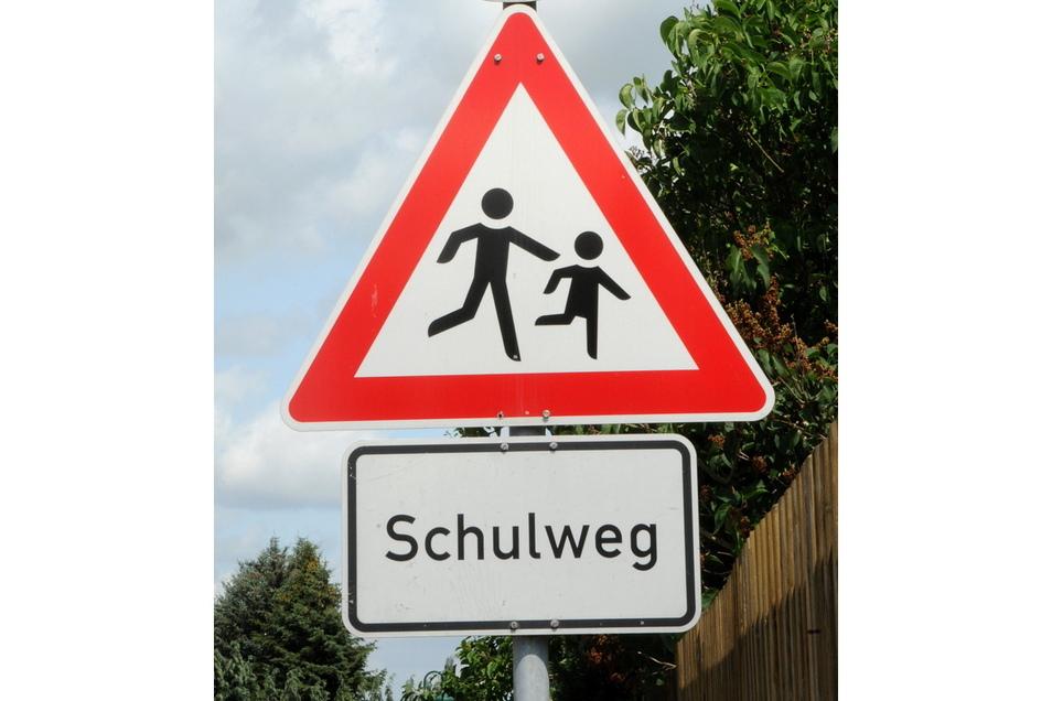 Damit der Schulweg noch sicherer wird, sollen die Haltestellen im Bereich der Dr.-Külz-Straße barrierefrei ausgebaut werden.