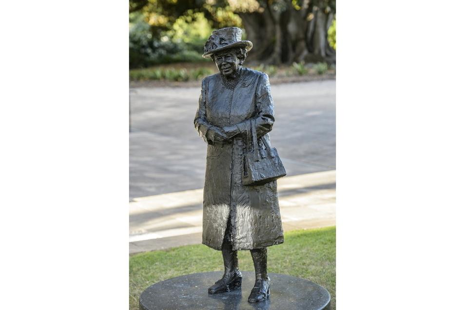 Die lebensgroße Statue wurde von der Monarchin selbst während eines Video-Calls mit dem Gouverneur und Premierminister von Südaustralien virtuell enthüllt.