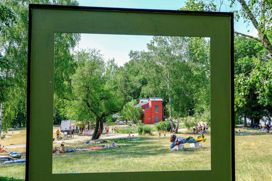 Kunst und Lebensfreude am Roten Haus am Dippelsdorfer Teich in Friedewald. Hier geht man auch gern baden.