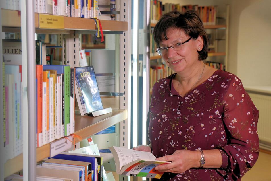 Carola Becker von der Christian-Weise-Bibliothek.