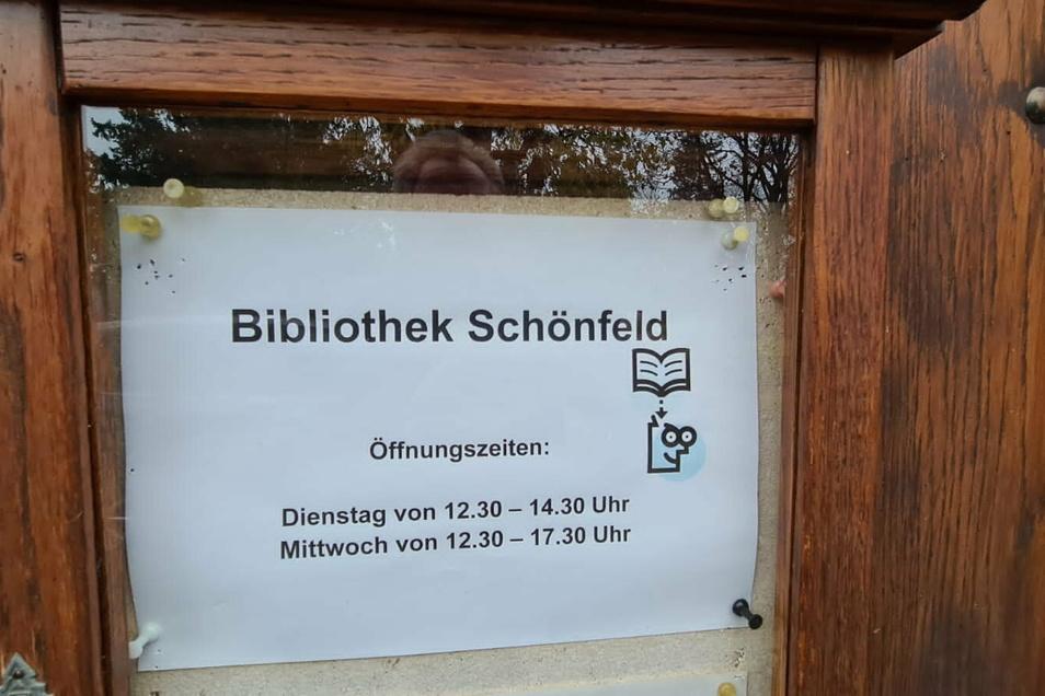 Die Schönfelder Gemeindebücherei am Schloss war am Dienstag geöffnet, nur am Feiertags-Mittwoch ist sie es nicht.