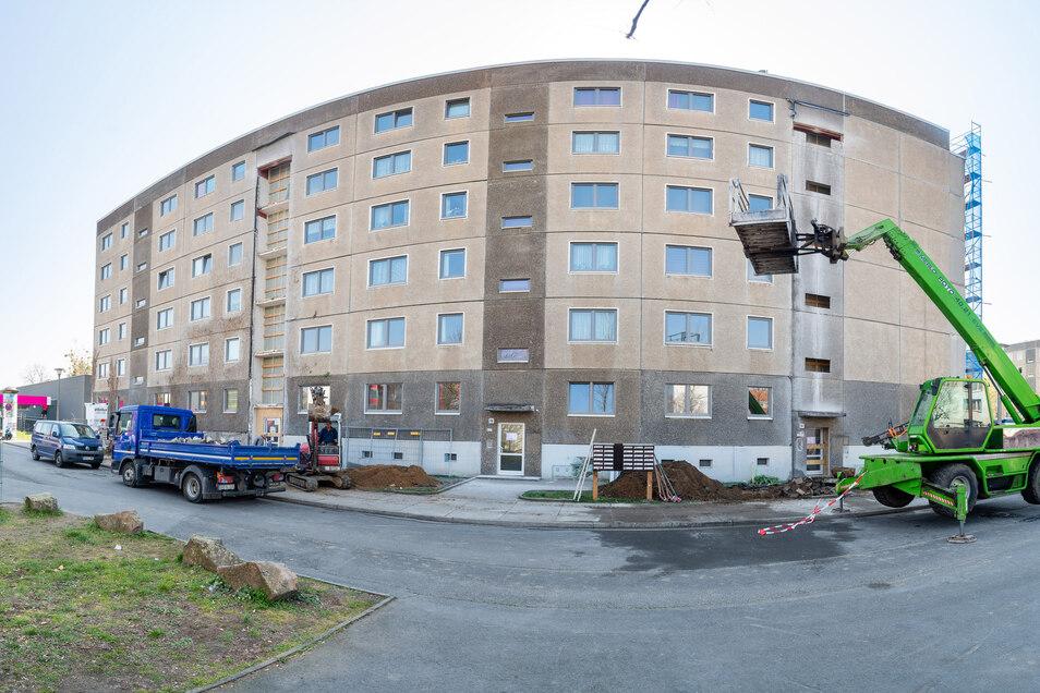 Die sächsische Wohnungsgenossenschaft Dresden hat mit der Sanierung von Häusern auf der Lommatzscher Straße in Mickten begonnen.