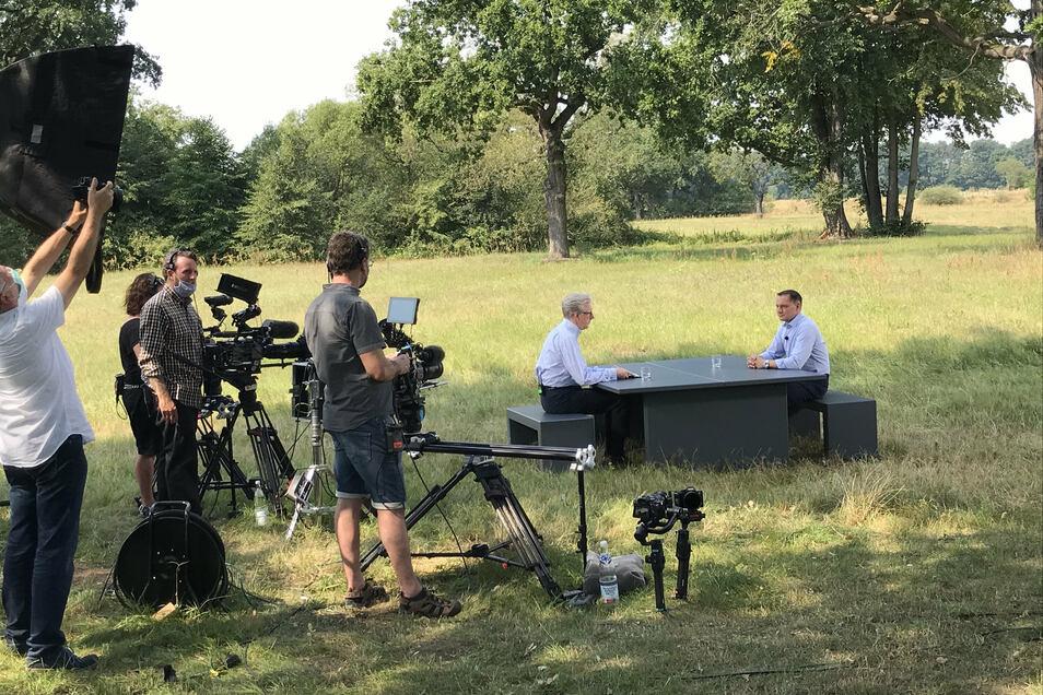 Das ZDF brachte das gesamte Equipment an die Neiße.