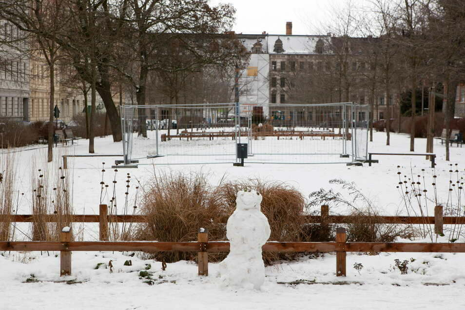 Der Lutherplatz gestern, schneebedeckt und menschenleer.
