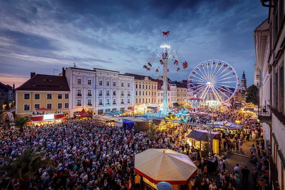 Beliebt und von vielen schmerzlich vermisst: Das fantastische Altstadtfest-Flair in Görlitz.