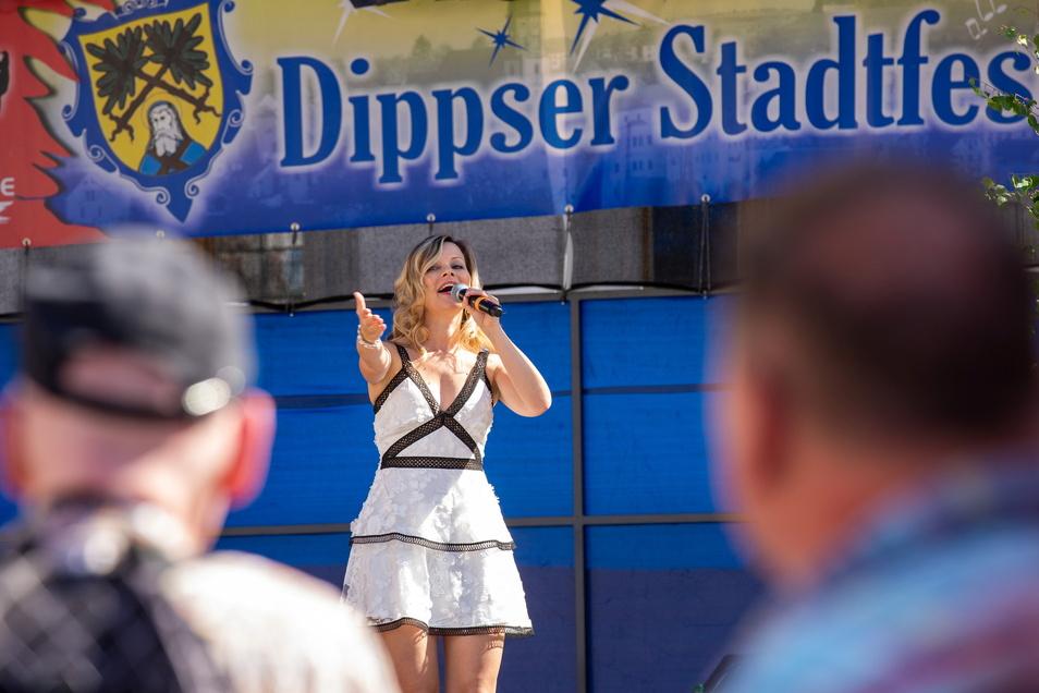 2019 sang Daniella Rossini auf der Bühne zum Dippser Stadtfest. Im Coronajahr 2021 wird diese Veranstaltung schon wieder ausfallen.