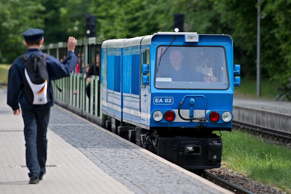Am kommendem Sonnabend , 13 Uhr, geht's wieder los: Die Parkeisenbahn startet zur ersten Fahrt durch den Großen Garten.