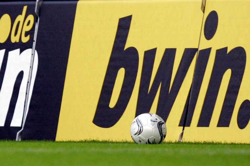 Der Sportwetten-Anbieter sponsert auch im Fußball.