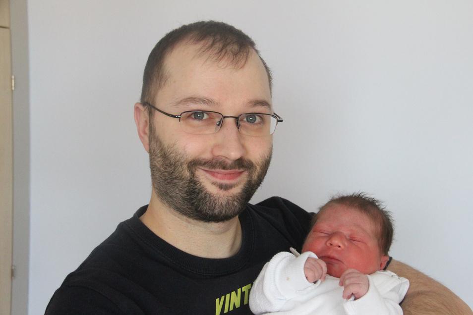 Lennox Geboren am 19. Februar Geburtsort Bautzen Gewicht 3.400 Gramm Größe 50 Zentimeter Eltern Sandra Rensch und Robert Noffke Wohnort Bautzen