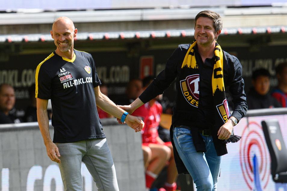 Die Freude nach dem Aufstieg wollen Dynamos Sportchef Ralf Becker (r.) und Trainer Alexander Schmidt mitnehmen.