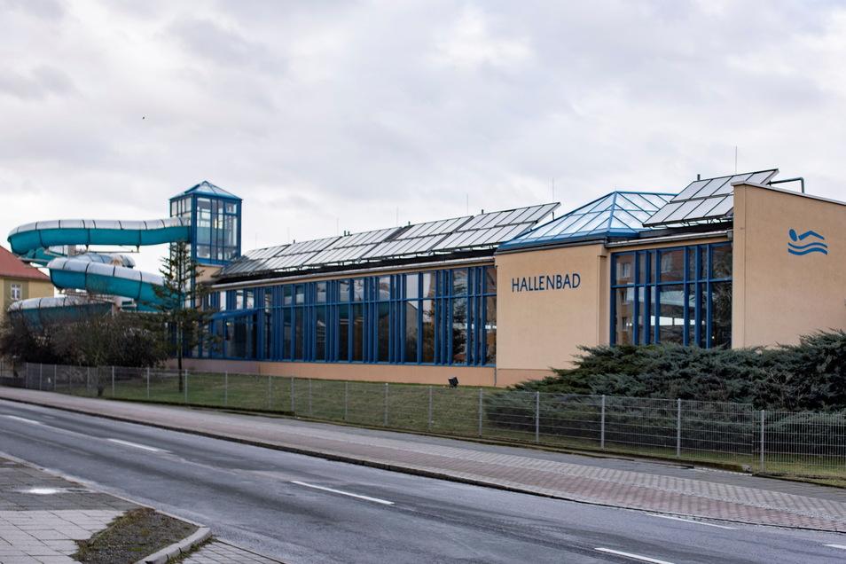 Die Schwimmhalle in Kamenz ist verschlissen - und soll durch einen Neubau ersetzt werden.