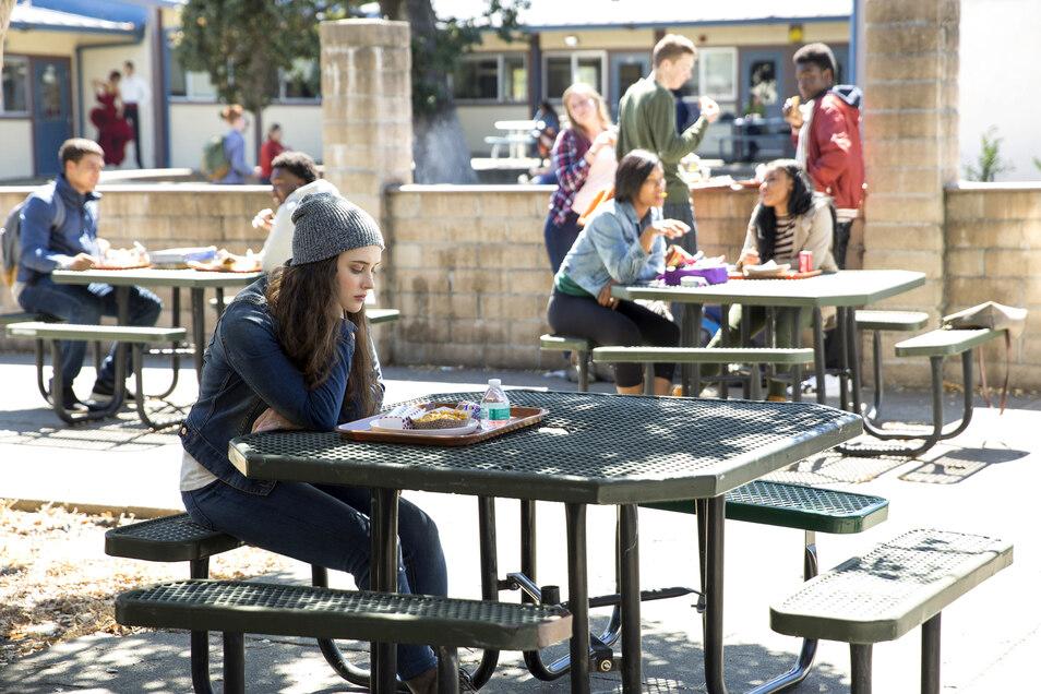 Die Schauspielerin Katherine Langford in der Rolle der Hannah Baker in einer Szene der Netflix-Serie «Tote Mädchen lügen nicht» (undatierte Aufnahme).