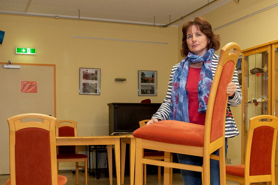Antje Ullrich würde gern mal wieder im großen Atze-Raum Stühle stellen. Seit November hat keiner mehr auf ihnen gesessen.