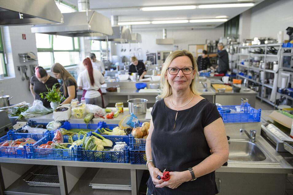 Hygiene ist bei den Koch-Azubis ohnehin großes Thema: BSZ-Leiterin Beate Liebig in der Lehrküche.