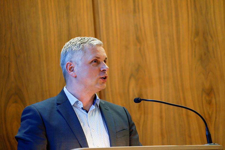 Der Bautzener Stadtrat und Fraktionsvorsitzende Mike Hauschild (FDP) hat jetzt auf die Kritik der SPD an seinen Aussagen über OB Ahrens reagiert.