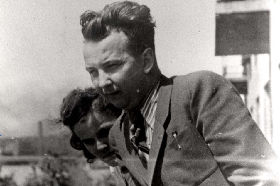 Alfred Roßner in Bendzin (heute Bedzin) mit Haushälterin Jadzia. F